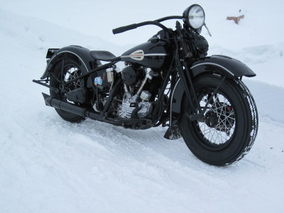 1946 Harley-Davidson Knucklehead Front-Right